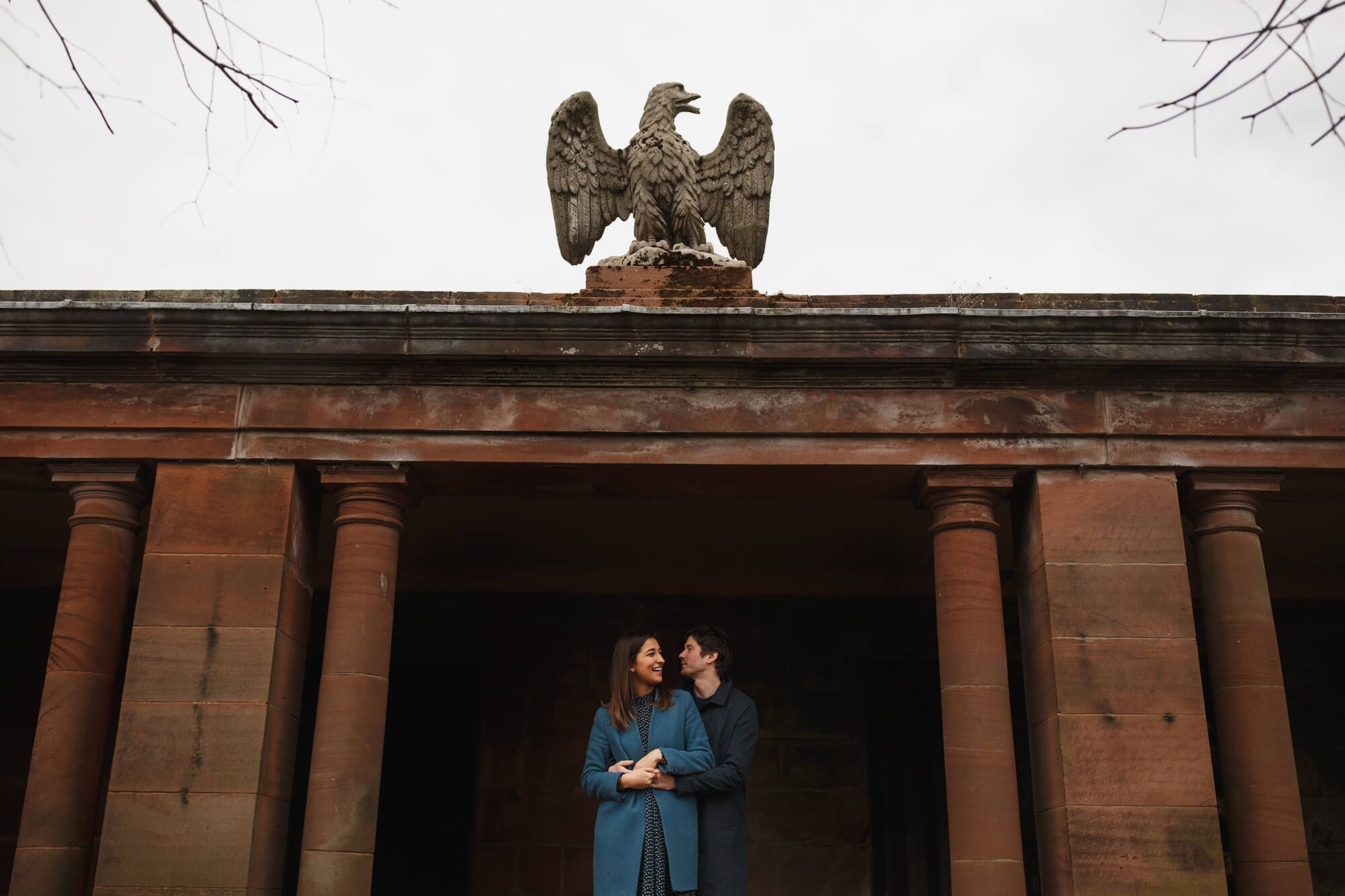 couple prepare for wedding at Thornton manor